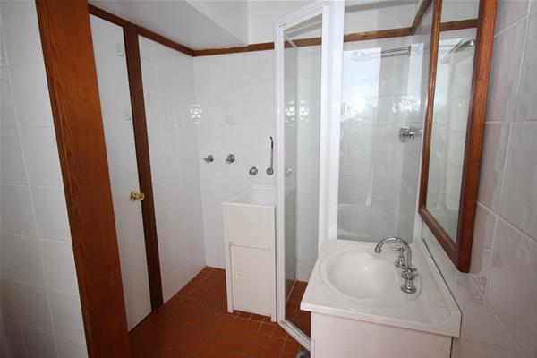 8 House Bathroom.jpg