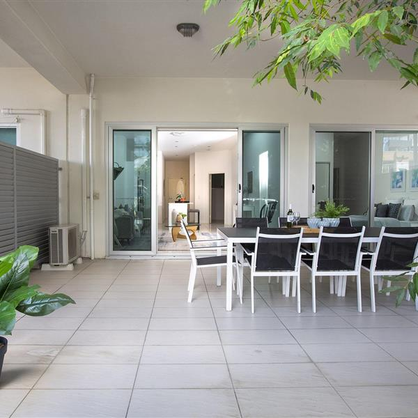 24/28 Ferry Road, West End