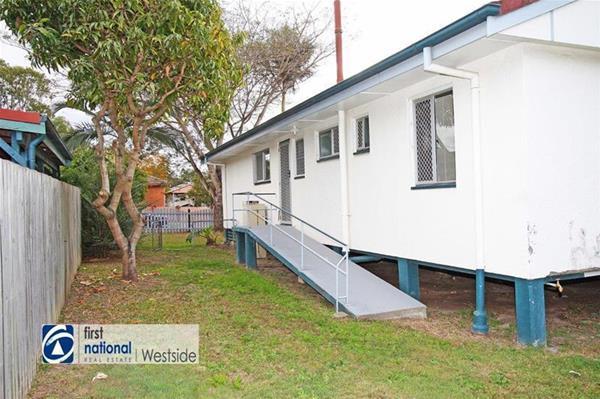17 Maryanne Street Riverview QLD