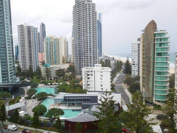 1401 39 longbeach 39 28 northcliffe terrace surfers paradise